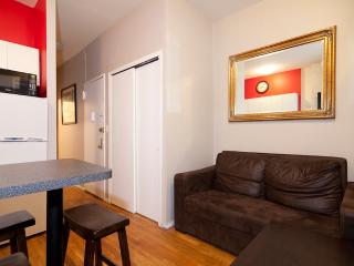 Sleeps 4! 2 Bed/1 Bath Apartment, Times Square, Awesome! (8124) - New York City vacation rentals