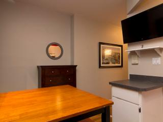 Sleeps 4! 2 Bed/1 Bath Apartment, Times Square, Awesome! (8126) - New York City vacation rentals
