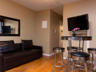 Sleeps 6! 2 Bed/1 Bath Apartment, Times Square, Awesome! (8211) - Manhattan vacation rentals