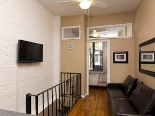 Sleeps 5! 2 Bed/1 Bath Apartment, Times Square, Awesome! (8222) - New York City vacation rentals