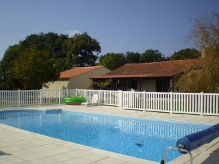 Bright 5 bedroom Villa in Coulonges sur l'Autize - Coulonges sur l'Autize vacation rentals