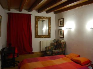 Double Room  CALLAO - SOL - GRAN VIA (Red) - Madrid vacation rentals