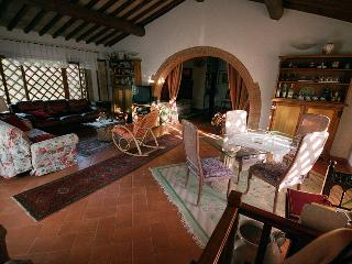 Wonderful 2 Bedroom Tuscan Apartment in Chianti - Greve in Chianti vacation rentals