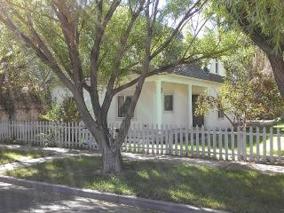 Enchanted White House - Alamosa vacation rentals