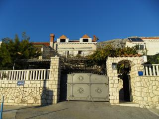 Apartment in a family house in Mokošica, Dubrovnik - Mokosica vacation rentals