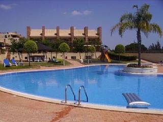 Photos and Description of this 2 bedroom holiday apartment in Vilamoura - Los Olivos Del Golf - Vilamoura vacation rentals