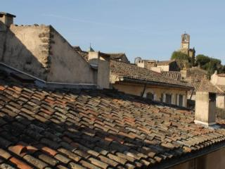 Charming 2 bedroom apartment centrally located - Lourmarin vacation rentals