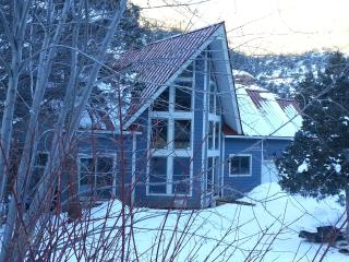 Close to Telluride, But Away from it All.  Angler Inn. Park. River, Red Rock Cliffs. - Placerville vacation rentals