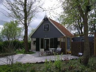 Cosy holiday home in Friesland, near Wadden Sea - Onderdendam vacation rentals