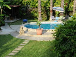 Small independent villa in estate with pool - Syracuse vacation rentals