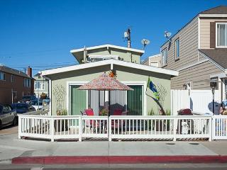 Adorable 2 Bedroom, 2 Bath Ground Floor Unit in the Heart of Newport! (68355) - Newport Beach vacation rentals