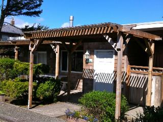 Cabana and studio with close beach access, spa suite! - Cannon Beach vacation rentals