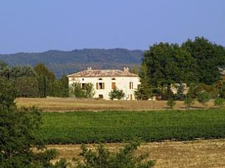Lovely white stone country house in vineyard region of Southern France ~ Gatehouse - Montels vacation rentals