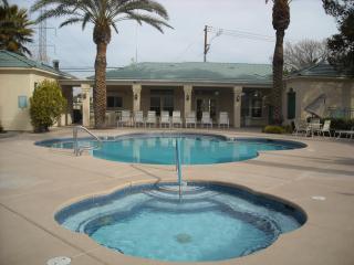 Condo Close to strip. - Las Vegas vacation rentals