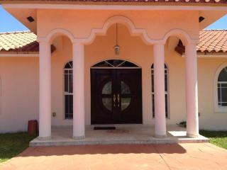 Beatifull Pool House Near To Florida International - Coconut Grove vacation rentals