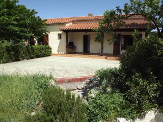 Lovely family villa air con, garden - Languedoc-Roussillon vacation rentals