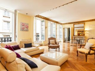 32. BETWEEN SAINT GERMAIN, LOUVRE AND EIFFEL TOWER - Paris vacation rentals