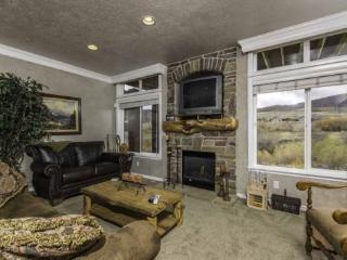 Snowbasin South View Huntsville Condo | Luxury 3 Bedroom | Lakeside Unit 23 - Huntsville vacation rentals