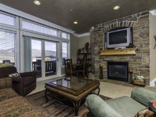 Snowbasin View Huntsville Condo | Luxury 2 Bedroom | Lakeside Unit 39 - Huntsville vacation rentals