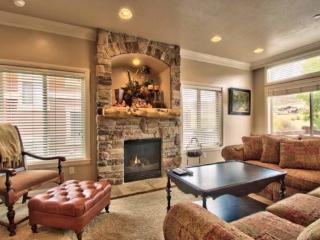Snowbasin View Huntsville Condo | Luxury 4 Bedroom | Lakeside Unit 48 - Huntsville vacation rentals
