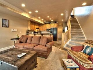 Snowbasin View Huntsville Condo | Luxury 2 Bedroom | Lakeside Unit 52 - Huntsville vacation rentals