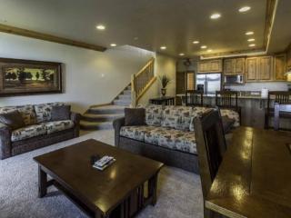 Lake Front Huntsville Condo | Luxury 2 Bedroom | Lakeside Unit 72 - Huntsville vacation rentals