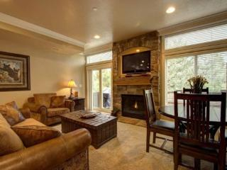 Snowbasin Park View Huntsville Condo | Luxury 2 Bedroom | Lakeside Unit 85 - Huntsville vacation rentals