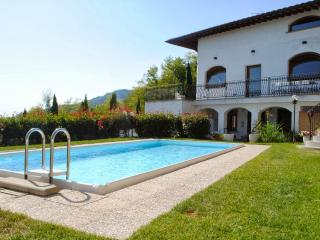 Bright 9 bedroom House in Pescia - Pescia vacation rentals