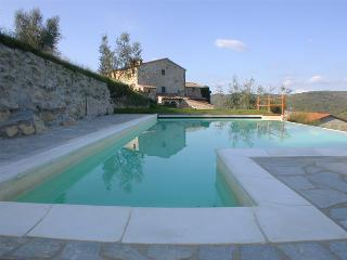 Nice Condo with Shared Outdoor Pool and Central Heating - Radda in Chianti vacation rentals