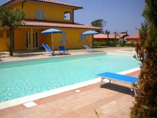 2 bedroom Apartment with A/C in Scarlino - Scarlino vacation rentals
