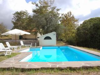 Sunny 4 bedroom Condo in Castiglioncello with Tennis Court - Castiglioncello vacation rentals