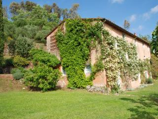 Beautiful 5 bedroom Pescaglia Villa with Internet Access - Pescaglia vacation rentals