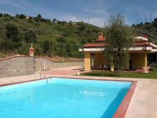 Bright 4 bedroom Carrara Villa with A/C - Carrara vacation rentals