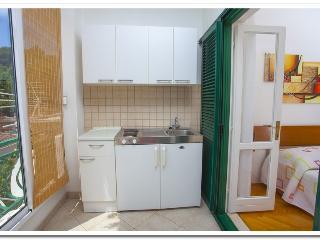 Apartmani Kunac: Studio - Podgora vacation rentals
