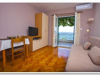 Cozy 2 bedroom Podgora Apartment with Internet Access - Podgora vacation rentals