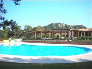 Emerald Coast residence with swimming pool - San Teodoro vacation rentals
