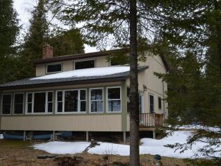 Charming 3 bedroom Mackinaw City Cottage with Grill - Mackinaw City vacation rentals