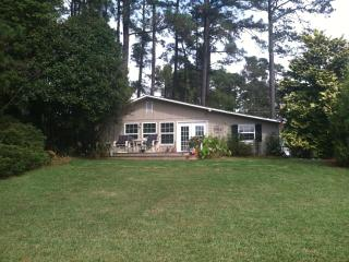 Beautiful Cottage with Deck and A/C - Edenton vacation rentals