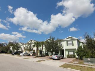 Gated 5 Br/3 Ba, sleeps 12, 6miles to Disney, Free WiFi/Cable TV - Kissimmee vacation rentals