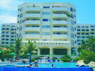 HERMOSO DEPARTAMENTO VISTA AL MAR, 2 BEDR, 2 BATHR. - Ixtapa vacation rentals