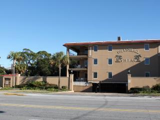 Brass Rail Villas - Unit 121 - Deluxe Vacation Rental - Swimming Pools - FREE Wi-Fi - Tybee Island vacation rentals