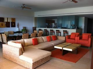 Luxury Front Beach Apartament in Acapulco - Mexican Riviera-Pacific Coast vacation rentals