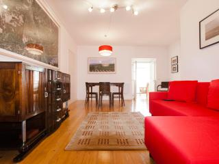 Cozy Condo with Internet Access and A/C - Lisbon vacation rentals