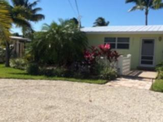 Lazy days in the hammock or quick access to fishing - Marathon vacation rentals