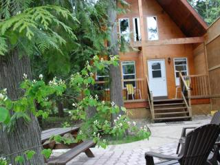 The Monashee Cabin - Griffin Lake - Revelstoke vacation rentals