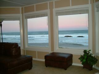OCEANFRONT, HOT TUB walk to CASINO - Lincoln City vacation rentals