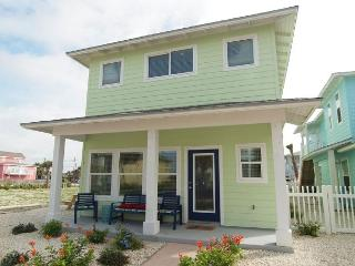 Set Sail for Port Aransas, let THE LIGHTHOUSE guide you in! 4/3.5, sleeps 12 - Port Aransas vacation rentals