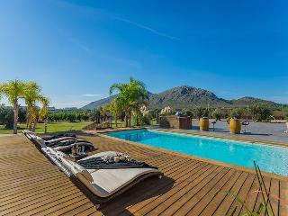 Finca de les Oliveres: large pool, jacuzzi, garden - Alcudia vacation rentals