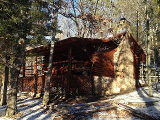 Cinnamon Valley - 'The Whitetail' - Eureka Springs vacation rentals