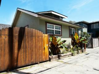 Beach Bungalow Guest House, 2 bed, block to beach - Venice Beach vacation rentals
